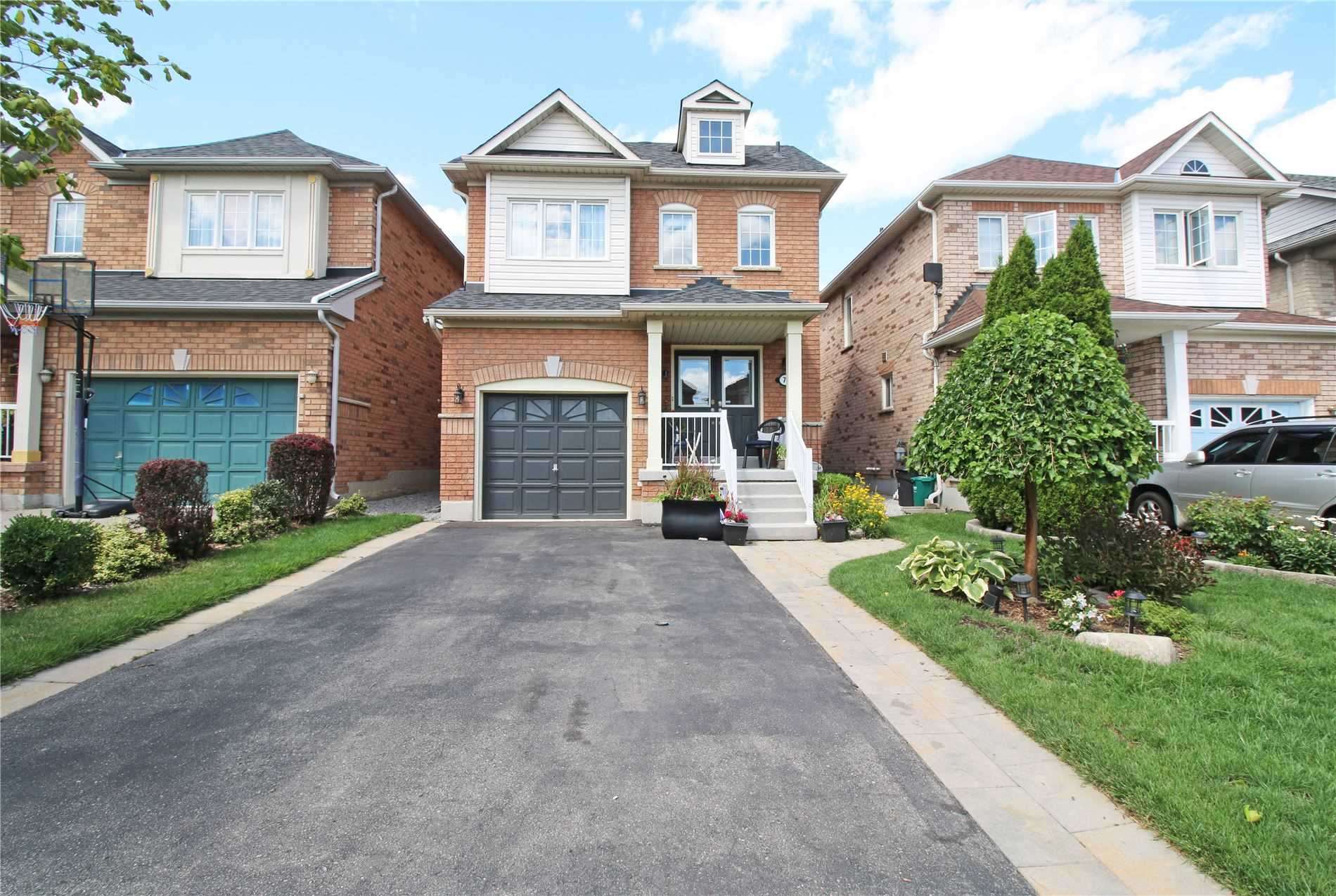 79 Macbride Cres, Vaughan, Ontario L4J4V3, 3 Bedrooms Bedrooms, 7 Rooms Rooms,4 BathroomsBathrooms,Detached,For Sale,Macbride,N4858821