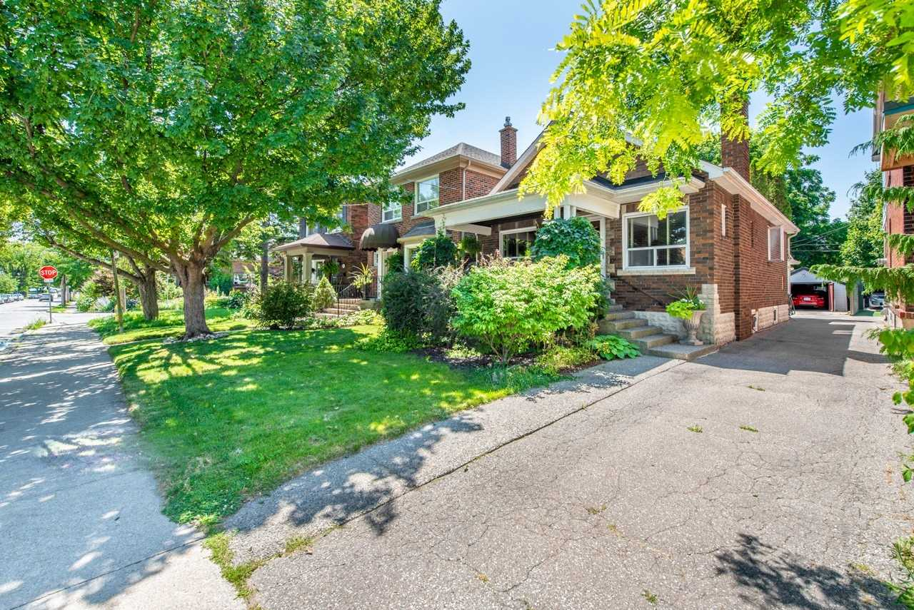 70 Fourth St, Toronto, Ontario M8V2Y5, 1 Bedroom Bedrooms, 5 Rooms Rooms,2 BathroomsBathrooms,Detached,For Sale,Fourth,W4857037