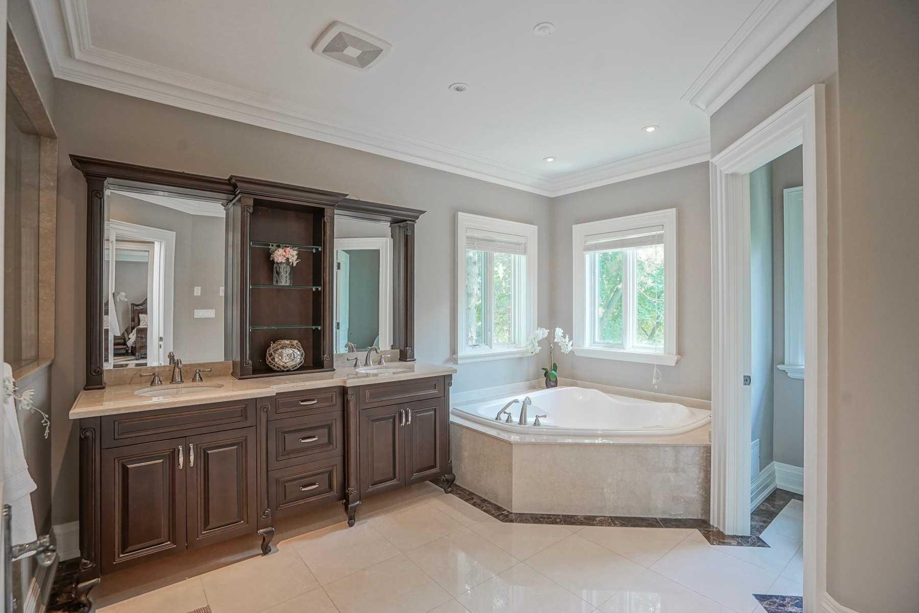 5 Artinger Crt, Toronto, Ontario M3B 1J9, 5 Bedrooms Bedrooms, 10 Rooms Rooms,9 BathroomsBathrooms,Detached,For Sale,Artinger,C4822732