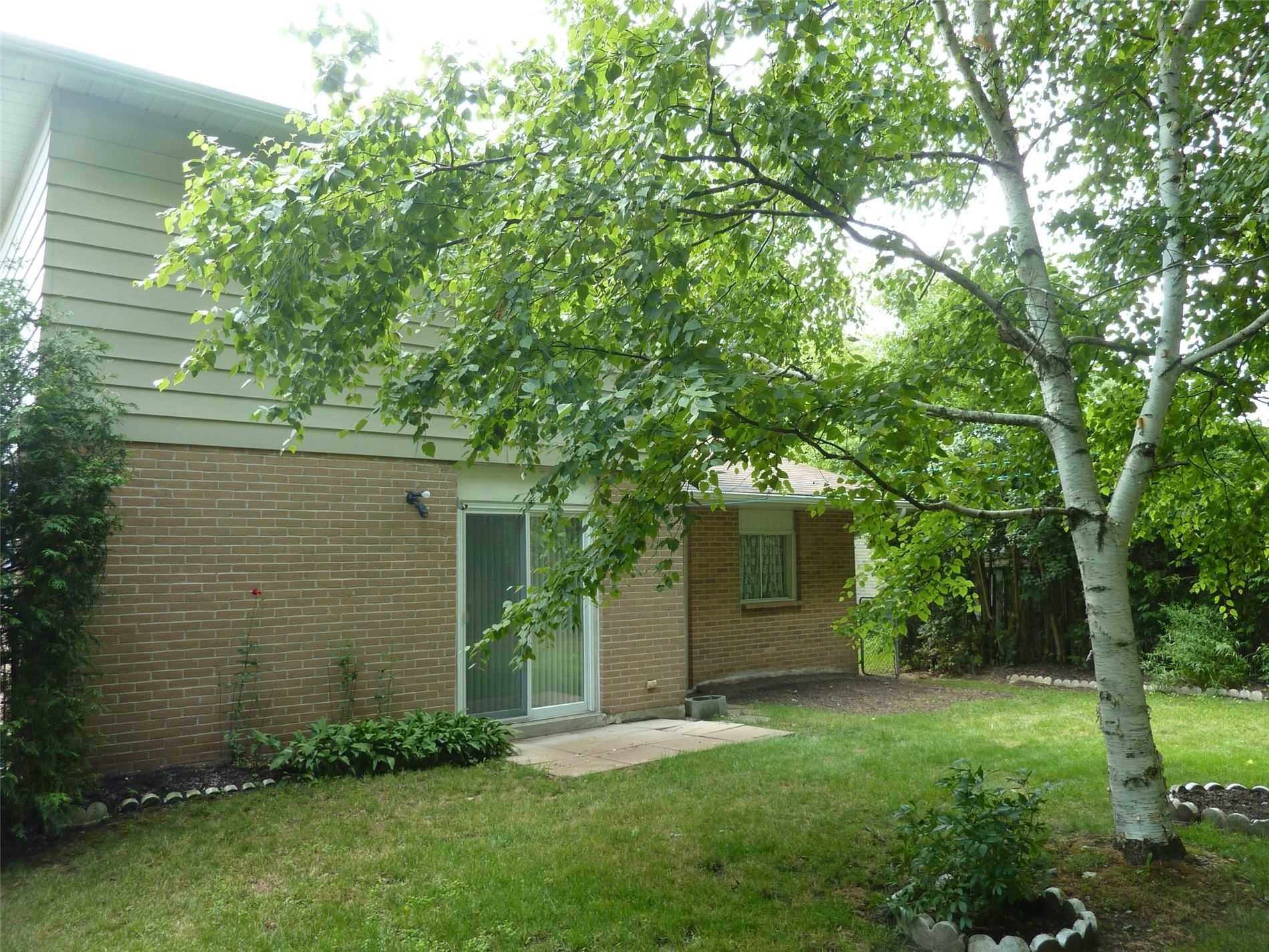 777 Greenfield Cres, Newmarket, Ontario L3Y 3B2, 3 Bedrooms Bedrooms, 6 Rooms Rooms,1 BathroomBathrooms,Detached,For Sale,Greenfield,N4918204