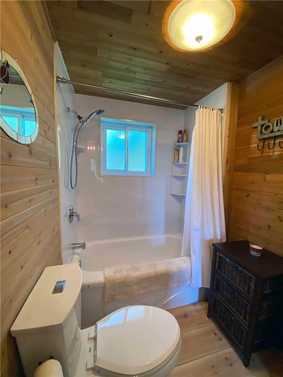 213 Main St, Newmarket, Ontario L3Y9B1, 4 Bedrooms Bedrooms, 9 Rooms Rooms,1 BathroomBathrooms,Detached,For Sale,Main,N4895109