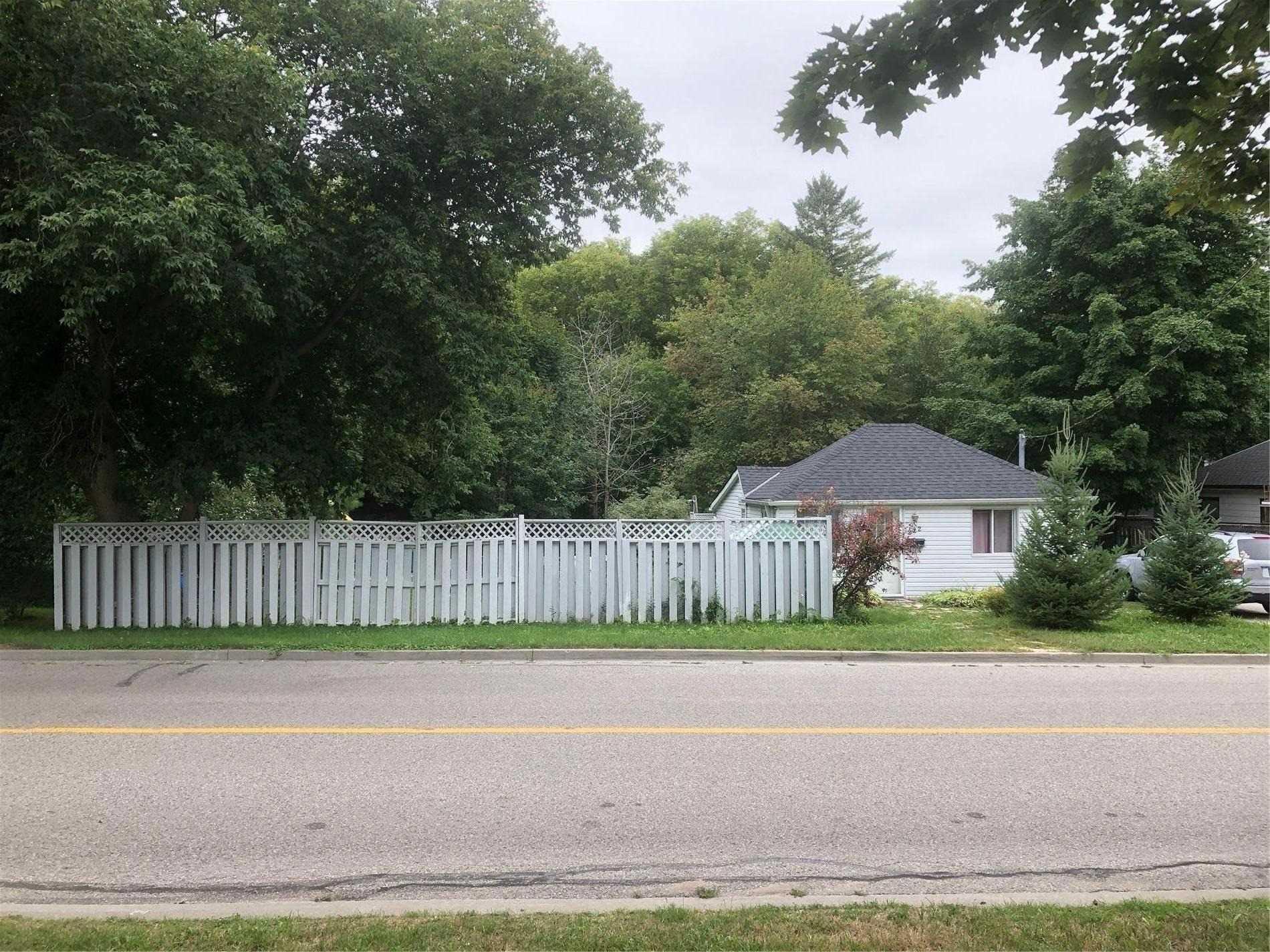 222 Pine St, Newmarket, Ontario L3Y 3R1, 2 Bedrooms Bedrooms, 4 Rooms Rooms,1 BathroomBathrooms,Detached,For Sale,Pine,N4886134