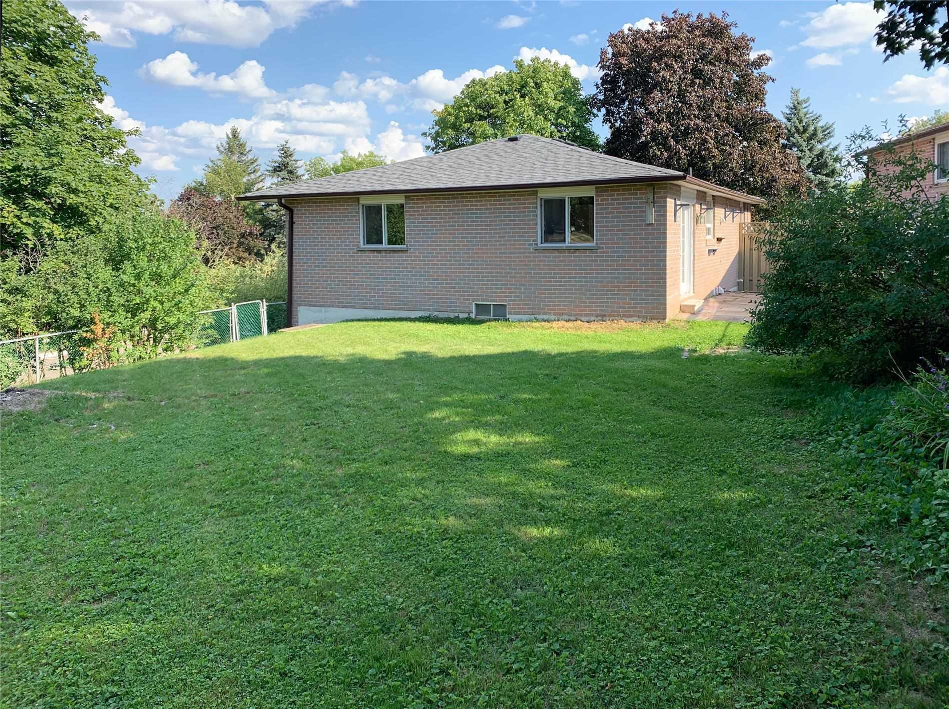 424 Dixon Blvd, Newmarket, Ontario L3Y5C4, 3 Bedrooms Bedrooms, 6 Rooms Rooms,2 BathroomsBathrooms,Detached,For Sale,Dixon,N4885477