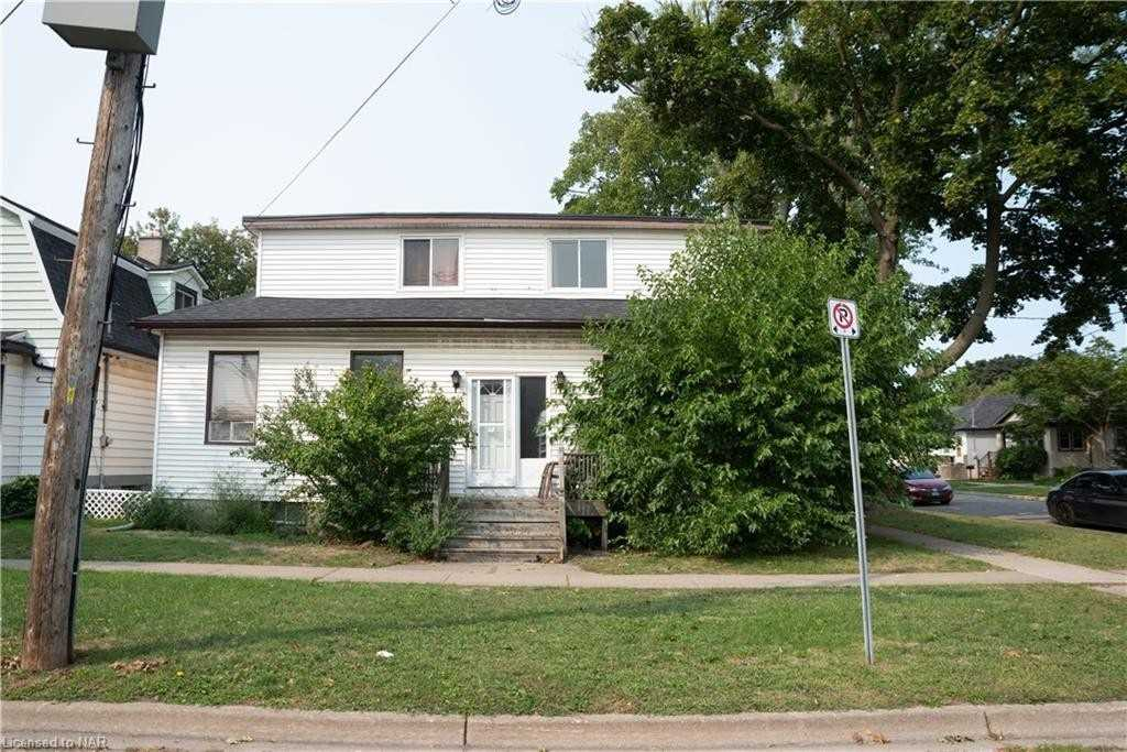 27 Fitzgerald St, St. Catharines, Ontario L2R 4B4, 7 Bedrooms Bedrooms, 13 Rooms Rooms,2 BathroomsBathrooms,Detached,For Sale,Fitzgerald,X4915654