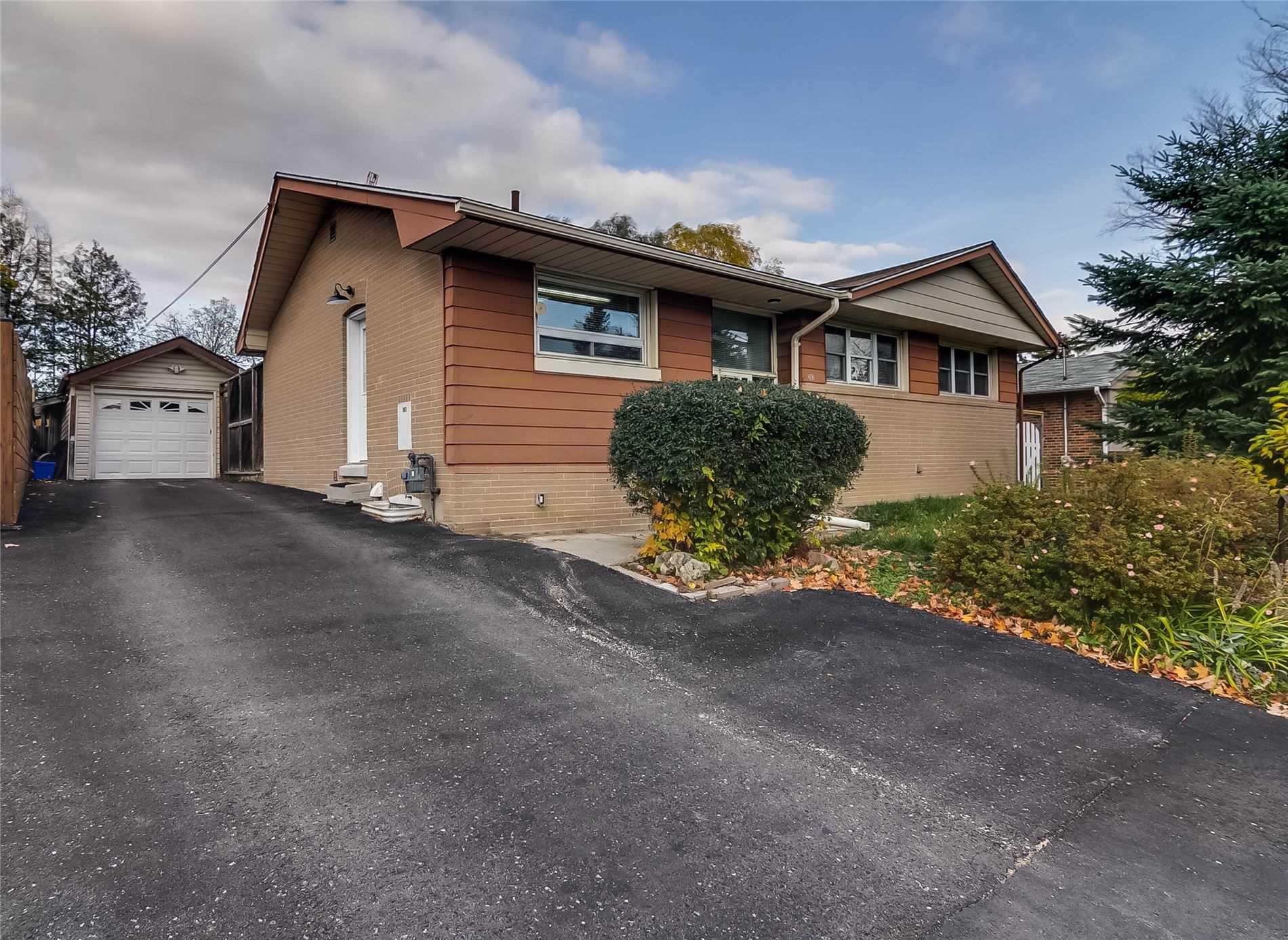 207 Queen St, Newmarket, Ontario L3Y 2G1, 4 Bedrooms Bedrooms, 8 Rooms Rooms,2 BathroomsBathrooms,Detached,For Sale,Queen,N4965553