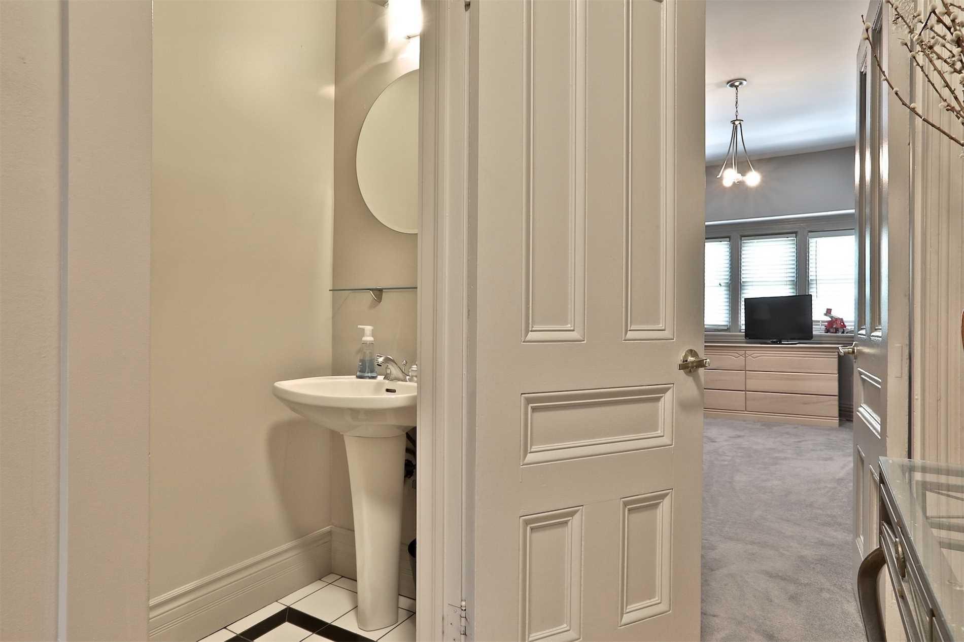 142 Bedford Rd, Toronto, Ontario M5R2K2, 6 Bedrooms Bedrooms, 11 Rooms Rooms,9 BathroomsBathrooms,Detached,For Sale,Bedford,C4833081