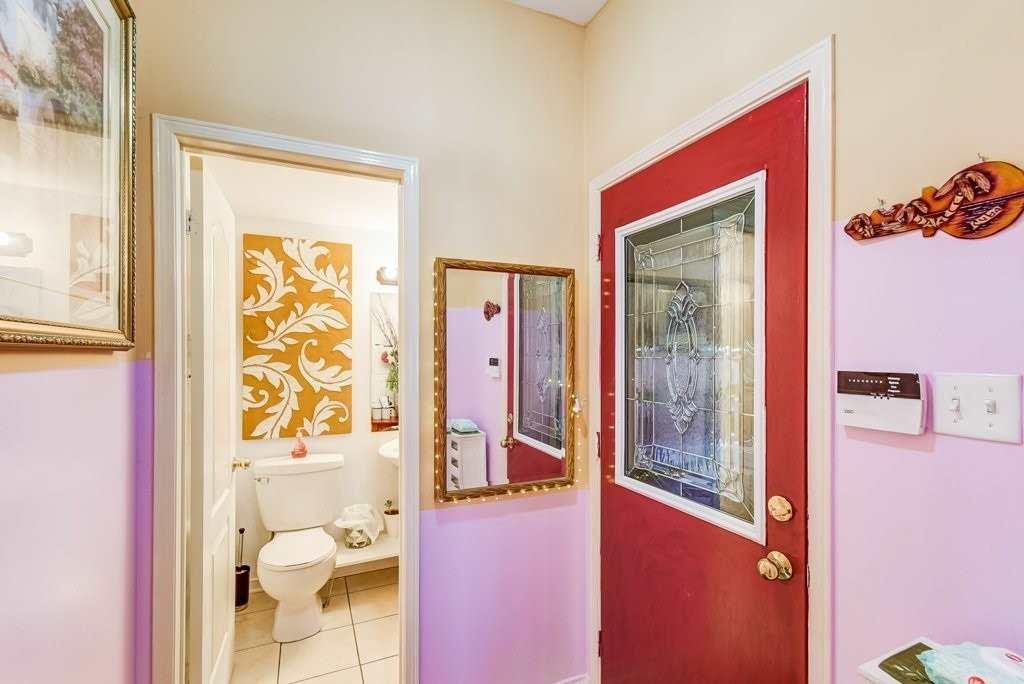 284 Mcbride Cres, Newmarket, Ontario L3X2W4, 3 Bedrooms Bedrooms, 6 Rooms Rooms,3 BathroomsBathrooms,Detached,For Sale,Mcbride,N4768103