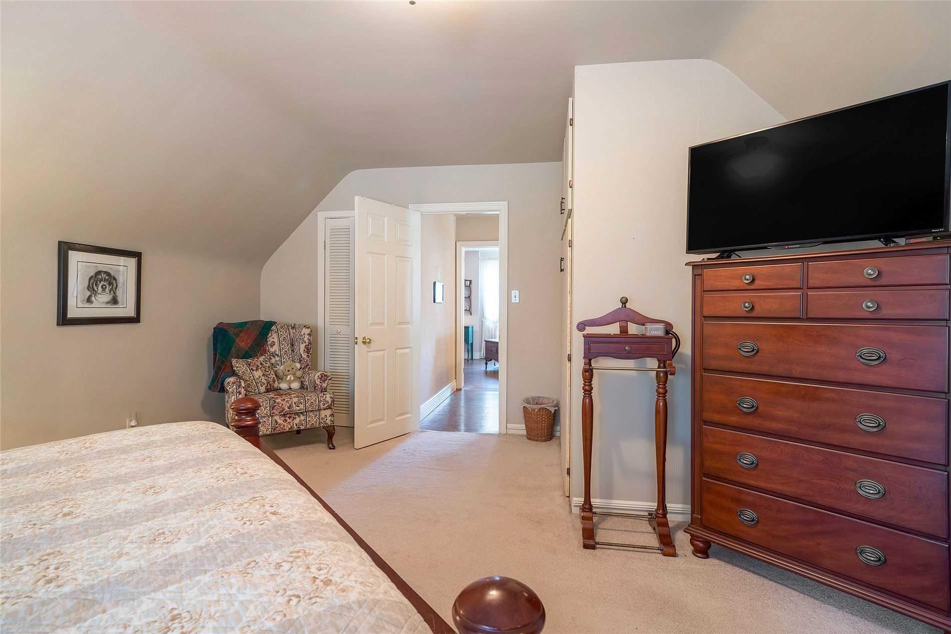2016 Stewart Cres, Mississauga, Ontario L7K0T1, 4 Bedrooms Bedrooms, 9 Rooms Rooms,2 BathroomsBathrooms,Detached,For Sale,Stewart,W4860651