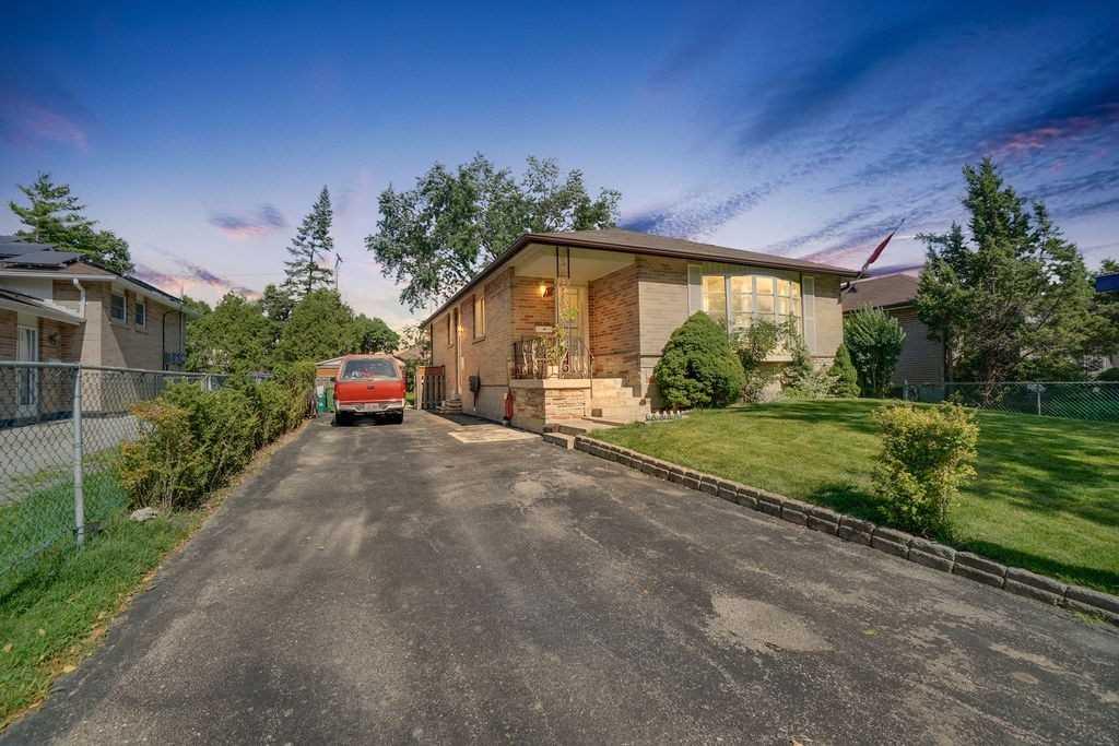 25 Blackbush Dr, Toronto, Ontario M9V3N8, 3 Bedrooms Bedrooms, 6 Rooms Rooms,2 BathroomsBathrooms,Detached,For Sale,Blackbush,W4858418